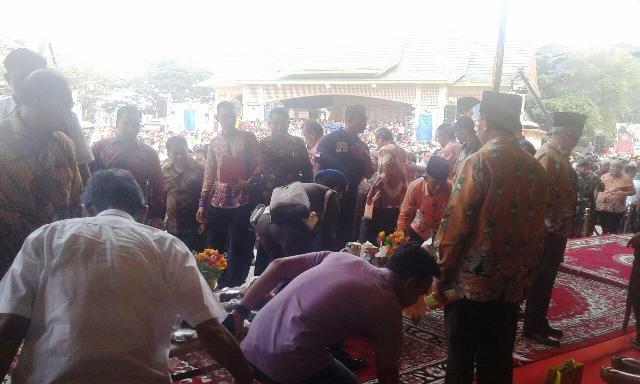 Inilah Beberapa Foto Kejadian Ambruknya Panggung Festival Kelapa Internasional di kabupaten Inhil