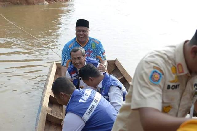 Bupati Inhu bersama Gubernur Riau Tinjau Banjir di Peranap